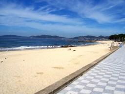 A praia de Samil esta mesma mañá, allea a polémica xerada nas últimas horas