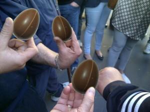 Algúns dos ovos disparados o pasado mércores diante do Parlamento