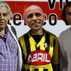 Roberto Carlos é presentado como novo xogador do Rápido deBouzas.