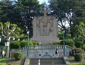 Unha estatua de Caballero sustituirá a Cruz Franquista doCastro