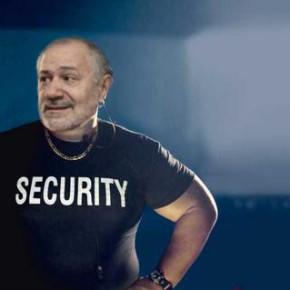 Paco Trigo deixará Anova para converterse en porteiro dunha discoteca deCambados.