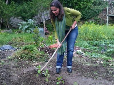 Ana Miranda facendo que fai un burato.