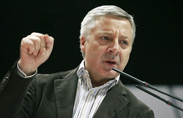 Pepiño Blanco, puño en alto, durante o último mitin do PSOE.