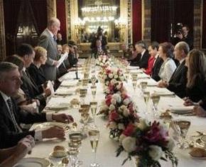 Na súa cea de despedida, o rei pediu unhacoronita