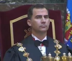 Felipe VI practicando a coronación