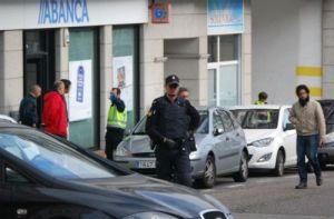 Abanca imporá comisións aos atracos realizados na suas sucursais. Imaxe de VigoAlMinuto do atraco da pasada semana en Vigo.