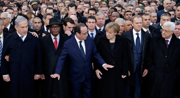 François Hollande pide calma e que ninguén se adiante para famosear na foto.