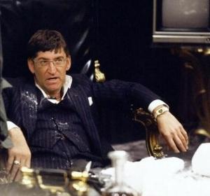 Feijoo caracterizado de Tony Montana en Scarface.