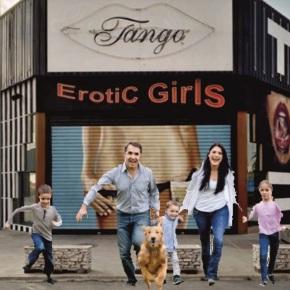 Prostíbulos lanzan un bono-desconto familiar para familias con dificultadeseconómicas