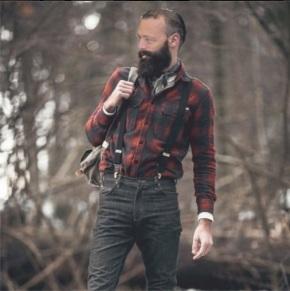 Agustín Hernández súmase á moda hipster para alcanzar un espectro máis grande deelectorado