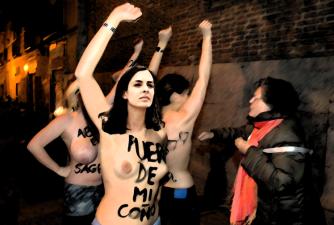 Rita Maestre nunha protesta pacífica.