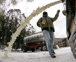 A Xunta pedirá aos gandeiros que en vez tirar o leite o doen a comedoresescolares