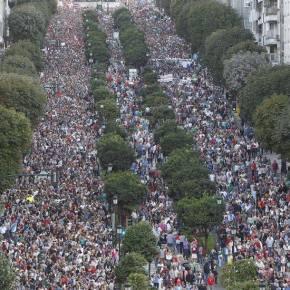 Miles de persoas saen a pasear á vez enVigo