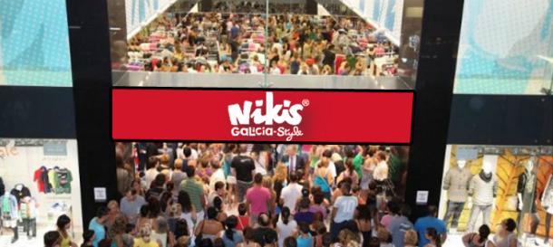 A tenda de NikisGalicia a rebosar na súa inauguración.