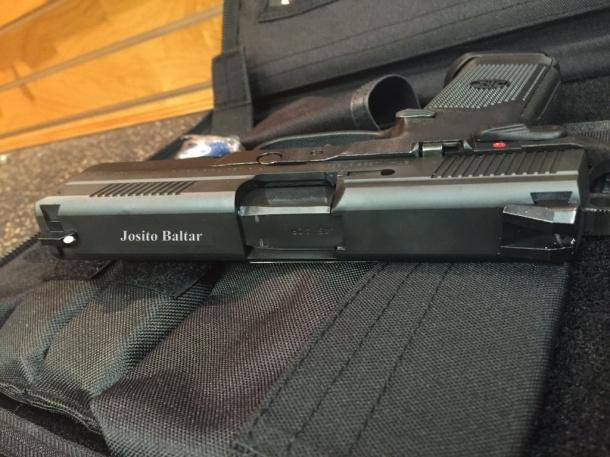 Imaxe da arma mostrada nas redes sociais.