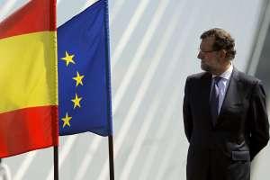 Rajoy pensando de onde será esa bandeira azul.