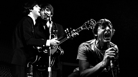 Bocixa e os Beatles interpretando a canción Help!