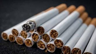 Os cigarros estaban intactos ou como moito faltáballes unha calada.