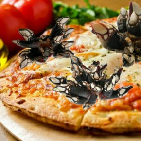 Galipizza lanza a pizza de percebes