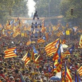 Puigdemont asegura que a República Catalá pode sosterse economicamente coa venta debandeiras