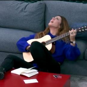 Ameazan con expulsar de OT a unha concursante galega por cantar no seudialecto