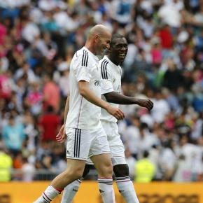 O Dépor ficha a Seedorf mentres espera a que Zidane quedelibre