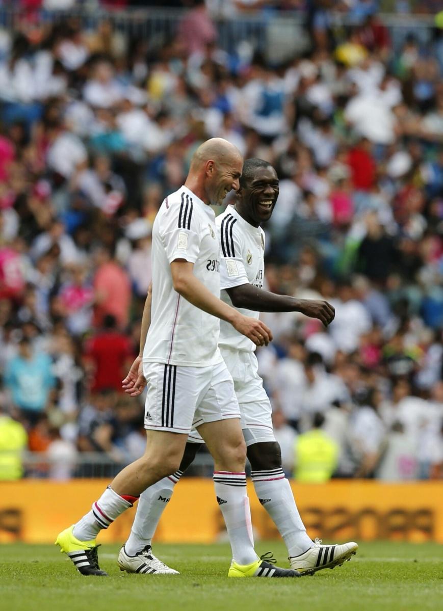 O Dépor ficha a Seedorf mentres espera a que Zidane quede libre